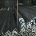 Cantoneira de aço carbono